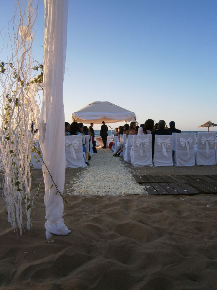 Wedding beach decoration. #weddingbeachdecor #flowers #beachdecor #amirandeshotel #weddingscrete #rosepetal #weddingbeach