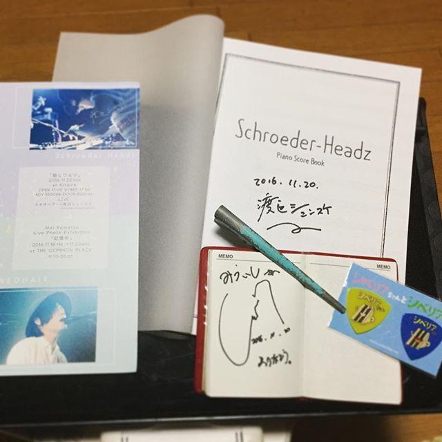 スネオさんはスクールネーム書いてもらった(^^)シュンちゃんのピアノスコア、思わず買ってしまった!弾けるかなぁ。 シュンちゃんにもサインと写真とってもらってもうダブル渡辺最高かっ!!