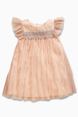 Have you ever seen anything so beautiful? Parties are all about pretty pinks and ballerina style dresses!