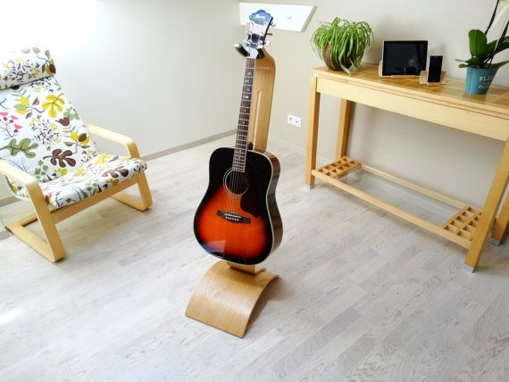 Wooden guitar stand - Oak