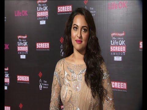 Sonakshi Sinha   Red Carpet of LIFE OK SCREEN AWARDS 2014.