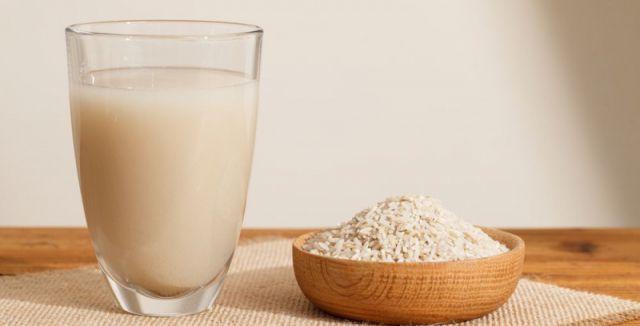 Voda z rýže má v domácnosti široké využití