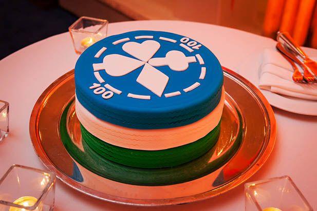 Poker chip groom's cake. Awesome idea!