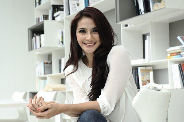 gituaja.com - Selebriti yg gak berubah kecantikannya (2)