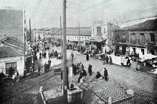 Confluencia de la Avenida de la albufera(antigua carretera de valencia) con la calle de monteigueldo. Puente de vallecas. Madrid