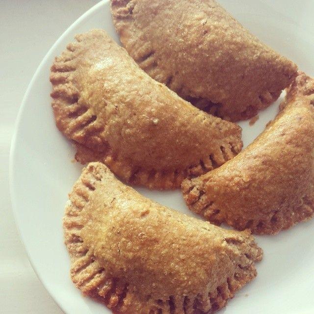 Fiz estes #rissoisfit mais uma vez. Recheados com carne moida de peru ♥♥♥♥♥ Leva aveia★ super simples e guloso★  YouTube: joanabbl www.raparigamoderna.com