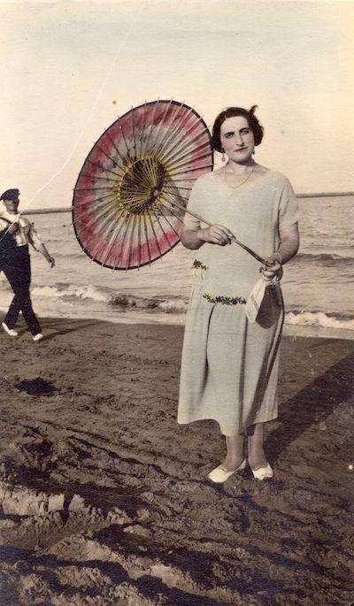 Veraneante de los años 20 en la playa de Almassora