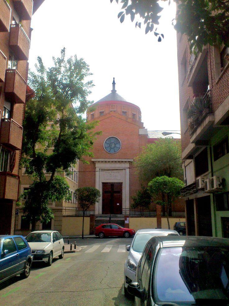 Parroquia de la Sagrada Familia. Calle Los Peñascales, 12. Madrid.