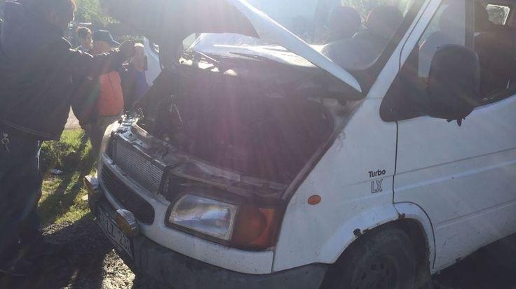 """Seyir halindeki minibüs alev aldı  """"Seyir halindeki minibüs alev aldı"""" http://fmedya.com/seyir-halindeki-minibus-alev-aldi-h21079.html"""