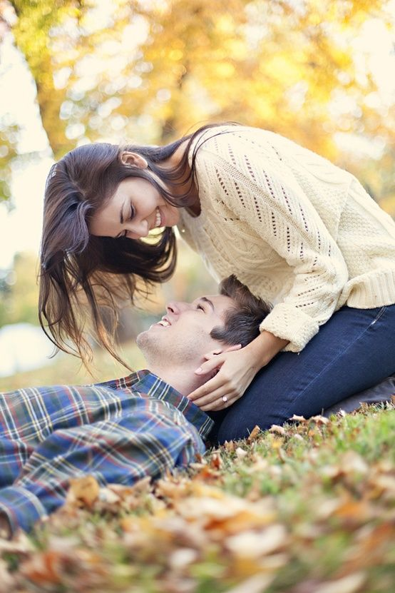 Pretty Fall Engagement Pictures - I personally think it would have been a better pic if the guy's hand is touching the girl's face...