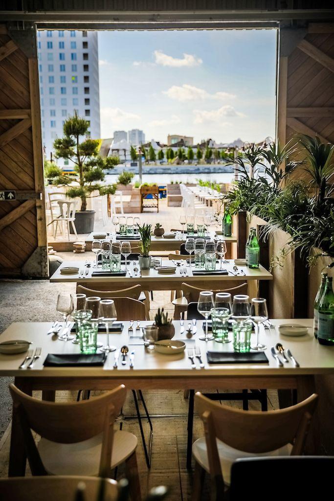 Lazy Jack op het Het Antwerpse Eilandje is dé plek van gezellige en culinaire ontmoetingen mét zicht op water. Kom aperitieven, lunchen of petanque spelen!