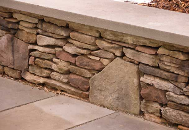 retaining wall ideas | Great Retaining Wall Ideas -love the addition of the vertical keystones every so often