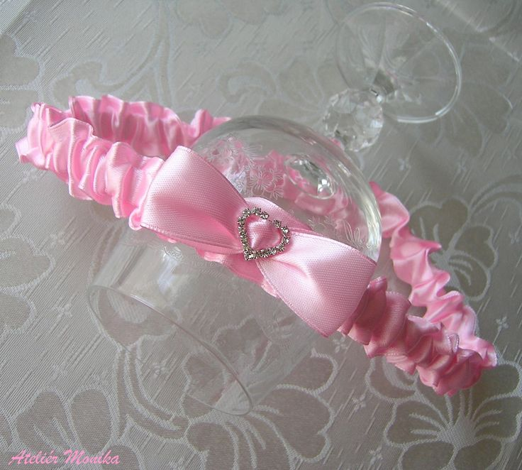 NEW http://www.ezebee.com/cs/atelier-monika.  Svatební podvazek růžový Wedding - bridal gather +  http://www.fler.cz/zbozi/podvazek-ruzovy-se-srdickem-7010393?pos=1
