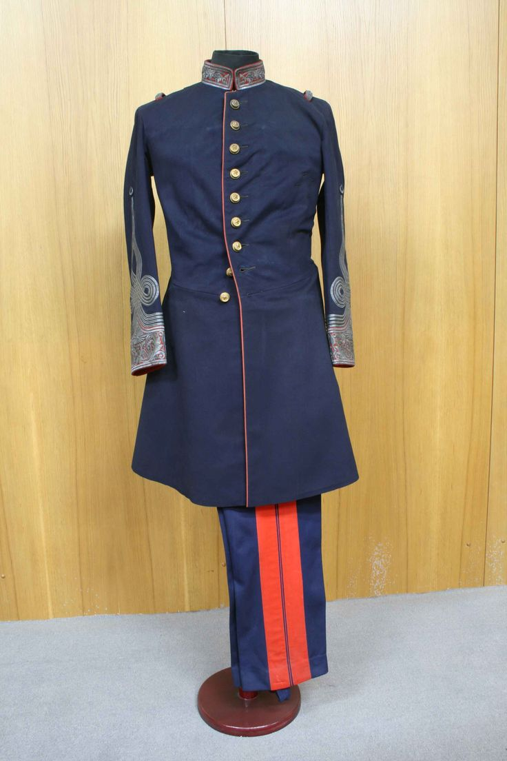 Ottoman military uniforms. Gendarmerie uniform from the period of Sultan Abdulhamid II. With the establishment of the Janissary Corps members of the army began to wear a uniform. Initially caps were focused on rather than dress, these allowed soldiers to be distinguished from the public in peacetime and from enemy in wartime. With the extension of the countries borders and increase of the number of troops as a result different caps and dress were introduced for each service and region.