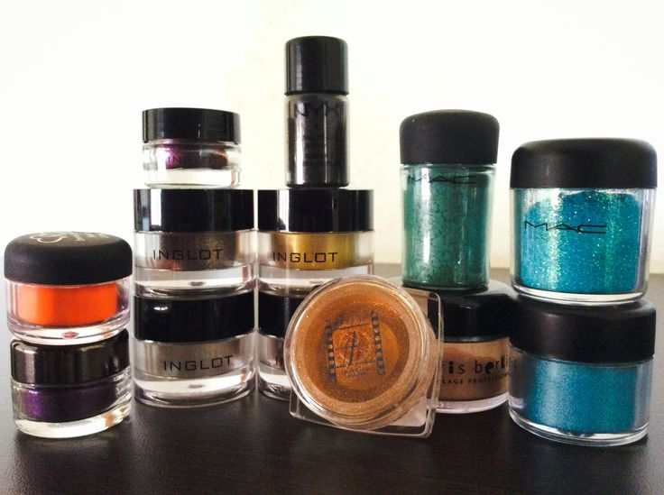 Pigments and glitters