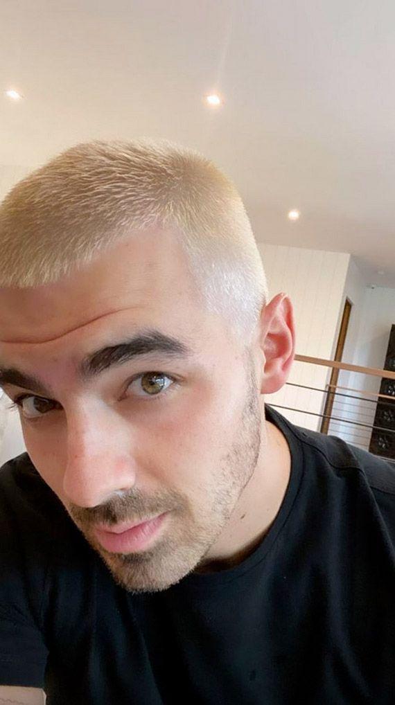 Pink Hair Dye, Dyed Hair, Neutrogena, Joe Jonas Instagram, Maybelline, Sophie Turner Joe Jonas, Blonde Moments, Nouveau Look, People News
