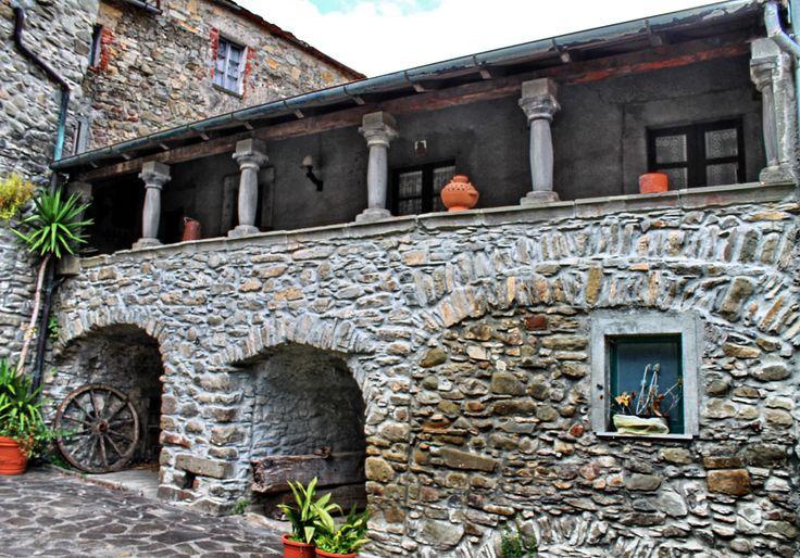 TAPONECCO frazione di LICCIANA NARDI (Toscana) - by Guido Tosatto