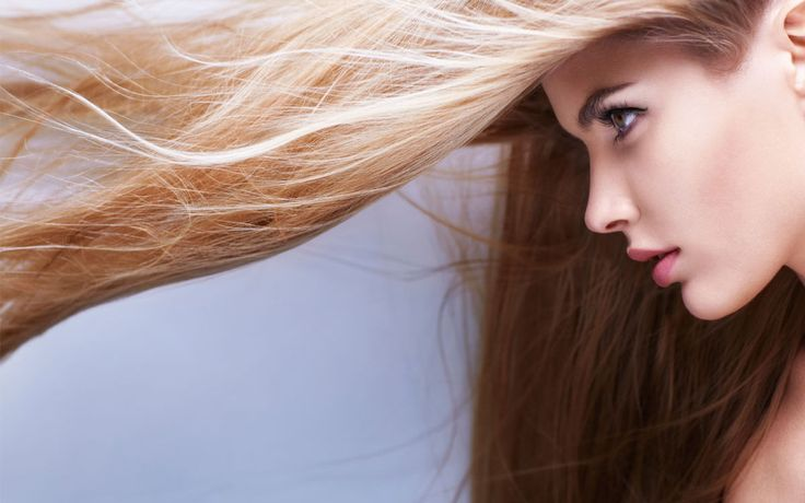 Wird euer Haar immer feiner, ist es trocken oder bekommt ihr erste graue Strähnen? Dann nehmt ihr nicht die richtigen Nährstoffe zu euch. Das müsst ihr essen, um den fünf größten Haarproblemen entgegenzuwirken.