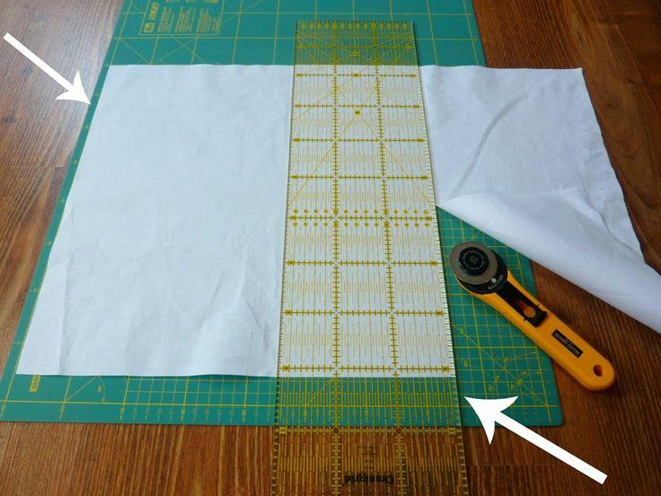 Než začneš stříhat či řezat, změř si nejprve, kolik přesně měří tvůj patchworkový díl. Další vrstvy by měly měřit stejně nebo radši o něco málo více (hlavně při šití dek je přesah důležitý). V tomto případě ti velmi pomůže řezací deska, na které je naznačena síť v centimetrech. Stačí podle ní vyrovnat patchworkové pravítko, a je to!