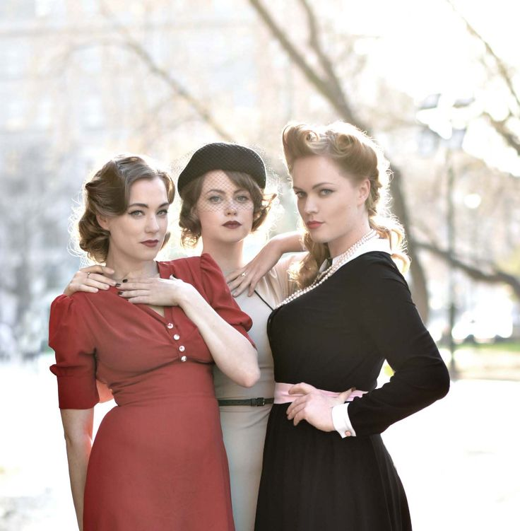 Gorgeous Prague actresses wearing vintage retro Lazy Eye dress.