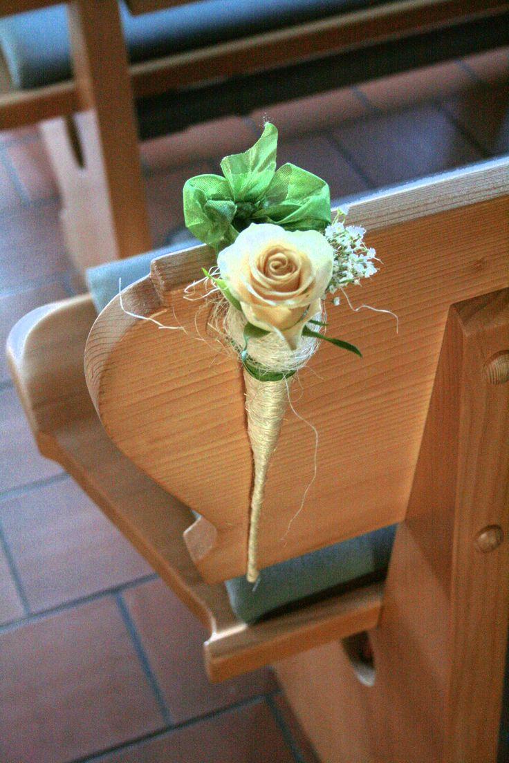 Hochzeitsdeko_Kirchenbank                                                                                                                                                                                 Mehr