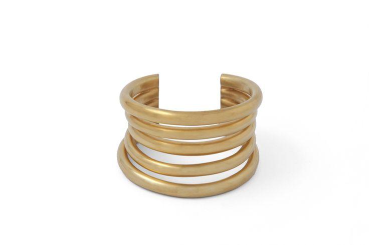 Da tutti i giorni o per eventi speciali: l'arcuatura sfalsata di questo anello dona un look chic e al contempo casual a chi lo indossa. Adatto a ogni guardaroba!