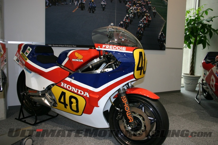2-stroke triple 500cc ridden by Freddie Spencer to victory at the 1982 Belgian and San Marino GPs. The following year he took the title.