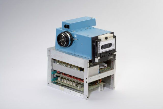 The first digital camera was invented in 1975 by Steve Sasson, but he was forced to keep it hidden.