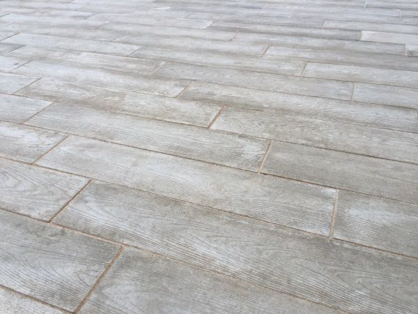 The Fleuve paver is a smooth, modern, linear paving slab. The surface of the Fleuve paver features a subtle texture, inspired by the grain found in wood. I