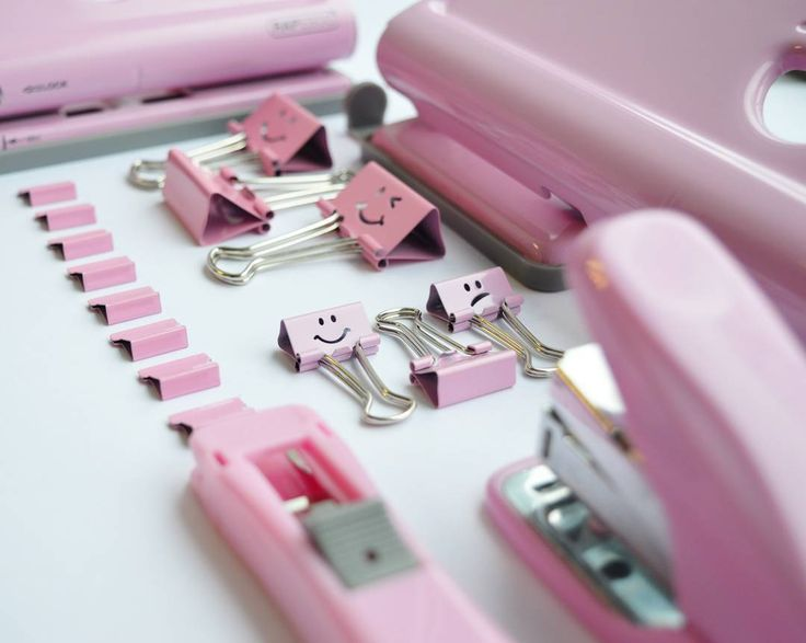Get organised in style with our Candy Pink product range 😊 #rapesco #officeproducts #stapler #holepunch #foldbackclips #binderclips #clips #supaclip #pink #candypink #klammern #tacker #stationeryaddict #stationery #stationary #diarypunch #planneraddict #plannerpunch