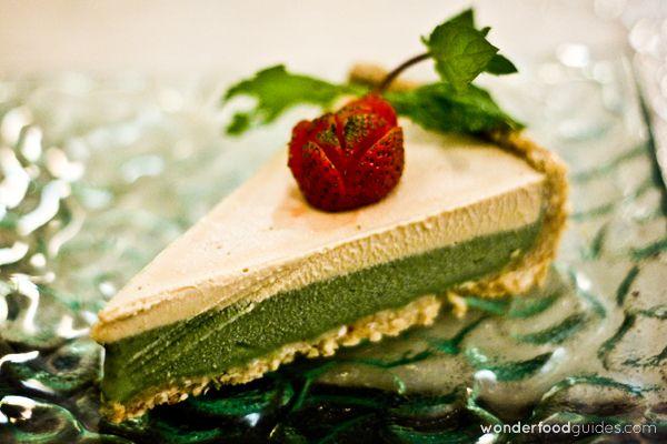 Amazing Cashew nut cream and spirulina cake in Bali (Indonesia)! #bali #indonesia #vegetarian #vegan #food #restaurant