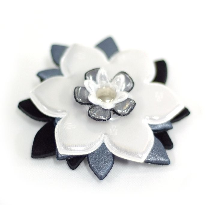 Wearing a Glimmis reflector brooch is a simple yet stylish and effective life insurance. Learn more at www.popomax.com