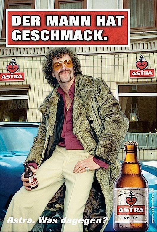Ob Urtyp oder Rotlicht - bei ASTRA bekommt jeder, was er verträgt. Das Hamburger Bierchen mit den auffälligen Flaschen und den noch auffälligeren Plakatmotiven zaubert auch den Berlinern immer wieder gerne ein Lächeln ins Gesicht. Deshalb haben wir mal ein