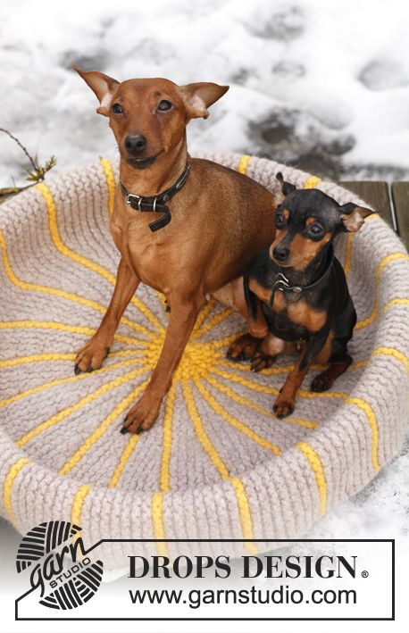 "DROPS Extra 0-841 - Knitted DROPS dog's basket in ""Eskimo"". - Free pattern by DROPS Design"