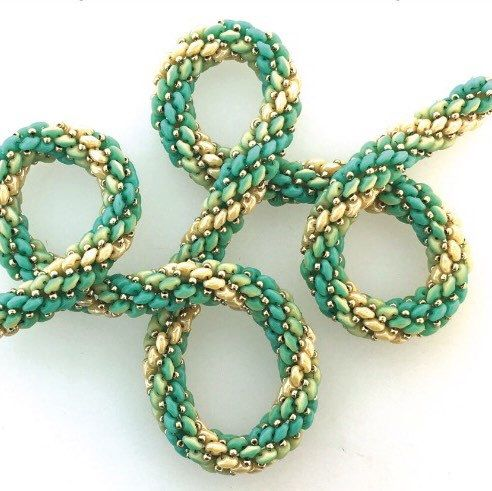 Great use for the new SuperDuo Duet beads but you can use this pattern with regular SuperDuos as well
