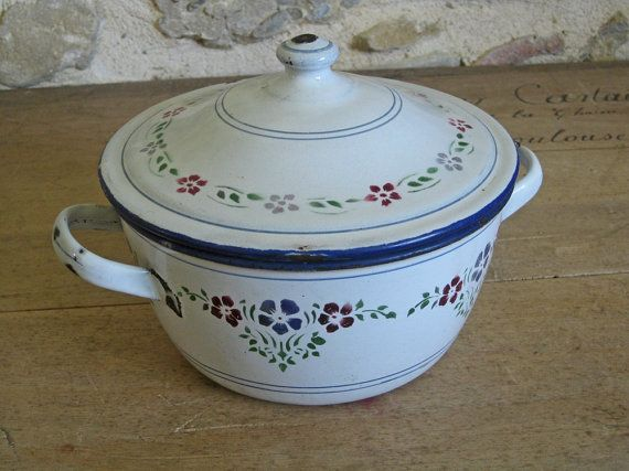 17 best images about vintage french enamelware on pinterest saucepans utensil racks and. Black Bedroom Furniture Sets. Home Design Ideas