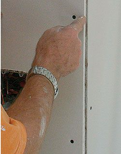 Drywall: Finishing an outside corner - Fine Homebuilding Article