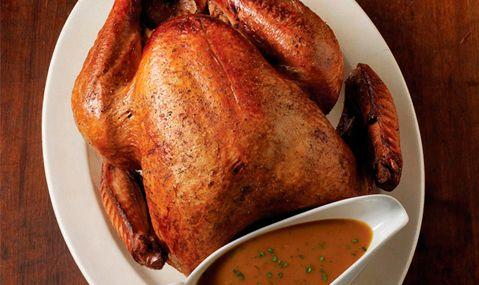Una receta más para ese pavo navideño. No lo volverás a querer preparar en el horno. Pavo con salmuera y gravy de vino blanco.