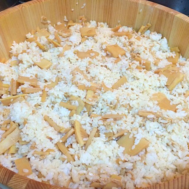 混ぜるタイプのたけのこご飯。 下ゆでしてある たけのこ をいただいたので、油揚げと一緒にめんつゆメインで簡単に煮ました。 短時間でもたけのこに味がしみて、美味しくできました!(^o^) - 8件のもぐもぐ - たけのこご飯 by yumikonuma