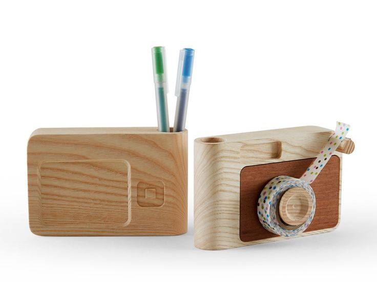 Buzz &Click, by Raul Frollà, are two wooden accessories for your desk. The designer took familiar objects we tend not to use much anymore, like a radio and a film camera, and translated them into a tape holder and a pen&cards holder. Incipit Lab – Designed and made in Italy