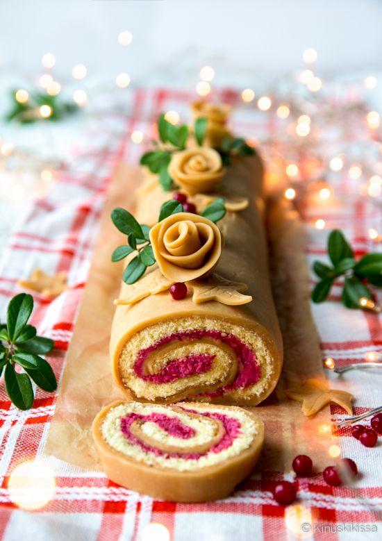Toffeen ja puolukan yhdistelmää on vaikeaa vastustaa ja miksi pitäisikään - nythän on joulu. :) Toffeemassa kietoutuu rullan sisään ja muodostaa samalla näyttävän pinnan. Massa sopii myös koristeisiin, teki ne sitten käsin tai muoteilla. Rullan voi tarjota myös leivoksina leikkaamalla sen valmiiksi annospaloiksi. Aseta palat tarjolle kierrepuoli ylöspäin. Ohuetkin palat riittävät tyydyttämään makeannälän. Tämä resepti […]
