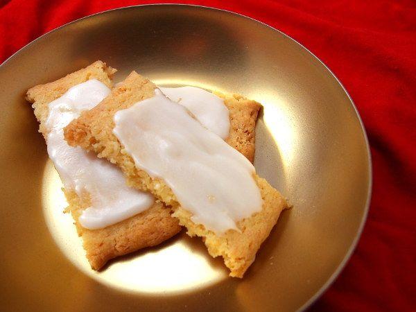 julesmåkager, småkage, jul, kage, dessert, hvedemel, hjortetaksalt, flormelis, rom, rørsukker, kokosmel, smør