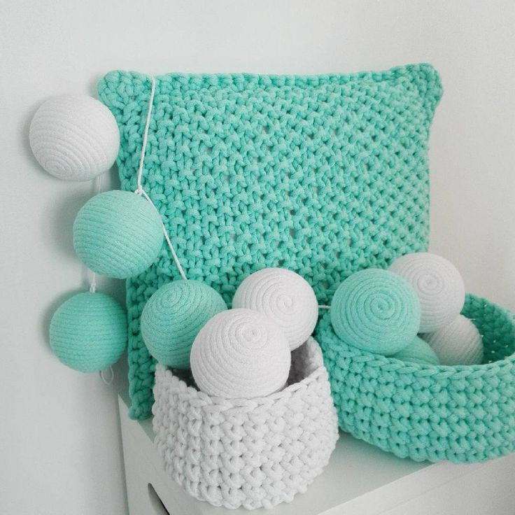 Miętowe orzezwienie :-) #tintahome #zakatekmalucha #mieta #mint #bialy #white #poduszka #pillow #pokojdzieciecy #kidsroom