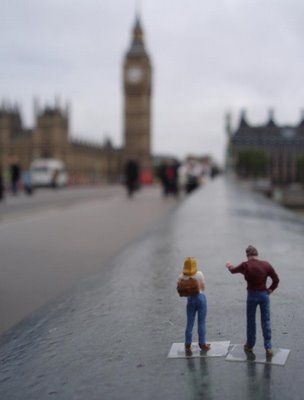 Tourist - Little people project by Slinkachu http://pinterest.com/hahamedia/