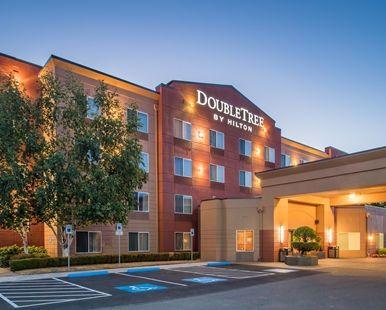 DoubleTree by Hilton Hotel Salem, Oregon - DoubleTree Salem Exterior