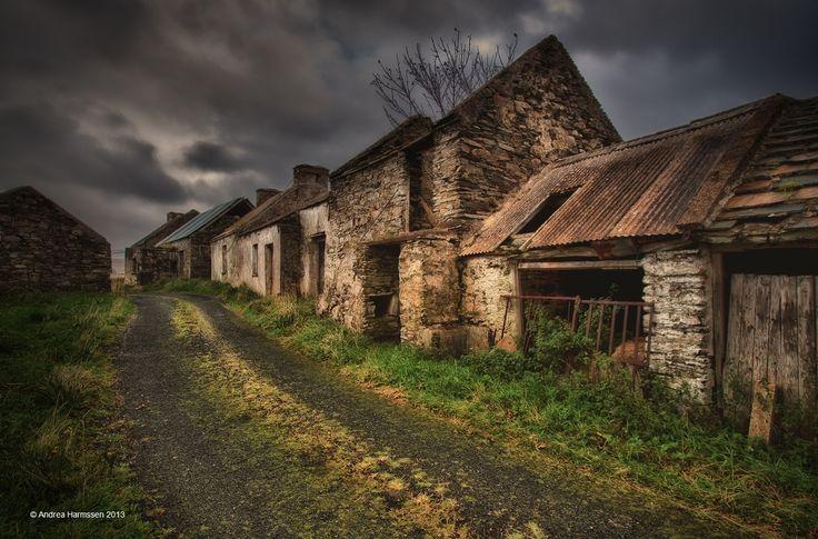Elhagyatott falu - Page 4 A8206bc138f10eb1e3e9188b54ccc8d1--germany-abandoned