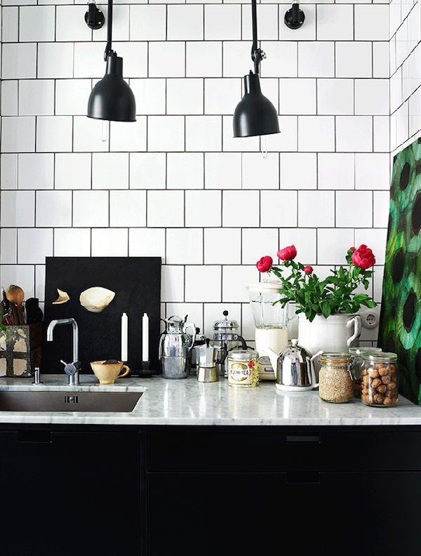 Dekoration och detaljer på köksbänken