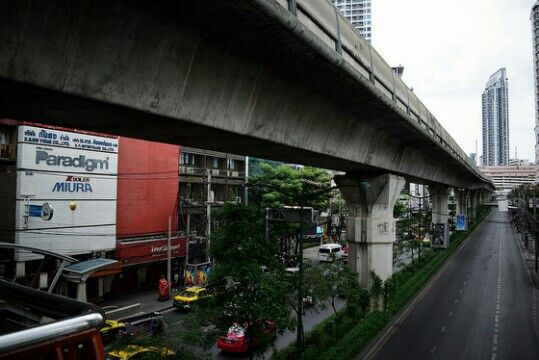 Racism Is Structural in Canada and Academia. #racismisstructuralincanada #bangkok #thailand #thailande #streetphotography #landscape #architecture #architecturephotography #architecturephotographylovers #sidewalk #cars #trees #lines #lanes #horizon #horizontal #bridge #skycrapers #towers