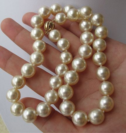 south sea pearl necklace I do LOVE pearls and try to wear them every day