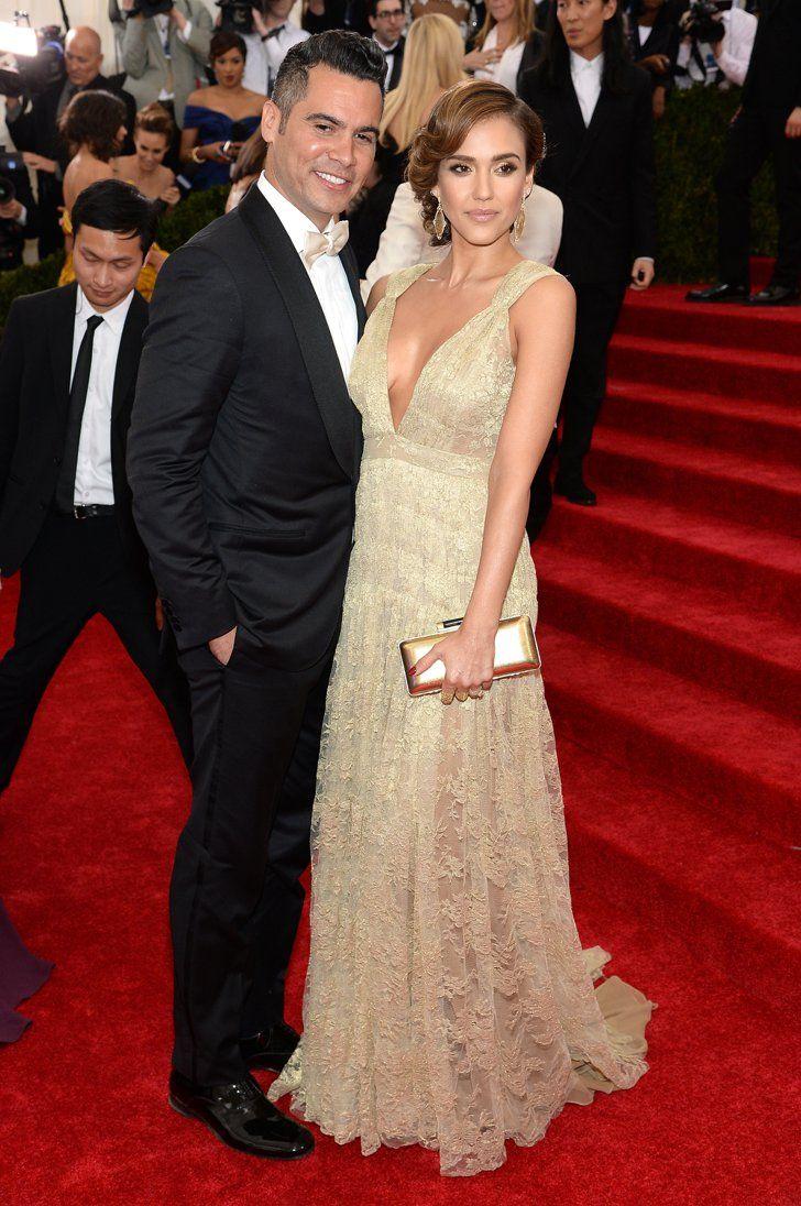 Pin for Later: Seid glamourös oder lasst es sein: Alle Stars vom roten Teppich der Met-Gala! Cash Warren und Jessica Alba